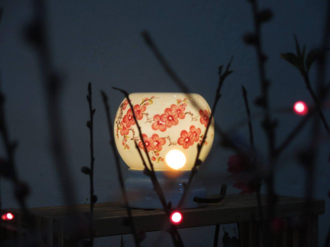 dùng tinh dầu ngày tết - đèn xông tinh dầu